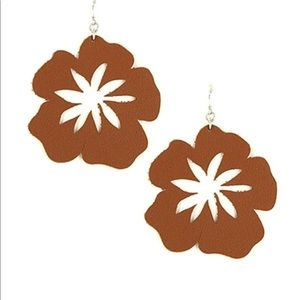 BROWN LEATHER FLORAL EARRING